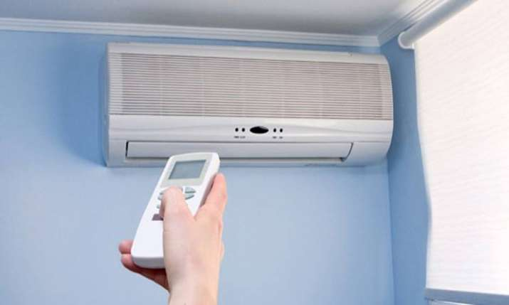 Power minister asks central govt depts to run ACs at 24 degrees celsius to save energy- India TV Paisa