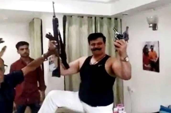 बीजेपी के 'राणा जी' का तमंचे पर डिस्को, मुंह में रिवॉल्वर दबाकर नाचे माननीय- India TV