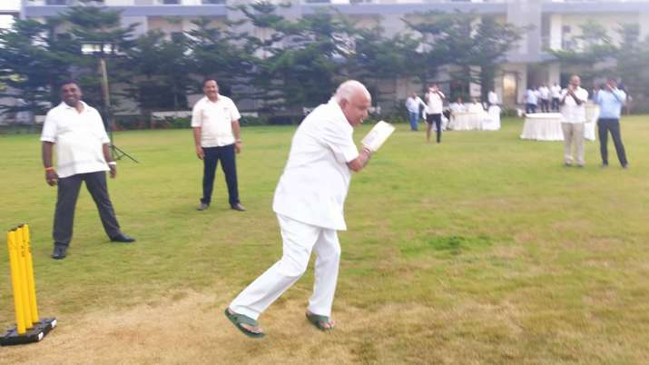 Yeddyurappa plays cricket with BJP MLAs as Congress-JDS alliance gasps for survival | Twitter- India TV