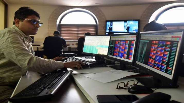 Sensex tumbles over 289 pts; bank, auto stocks drag- India TV Paisa