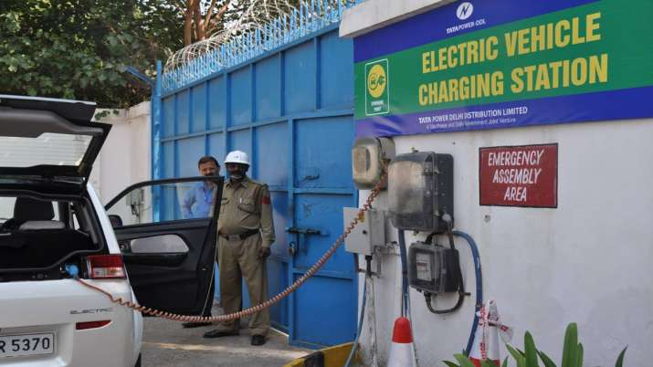 EESL to set up 100 EV charging stations in Noida- India TV Paisa