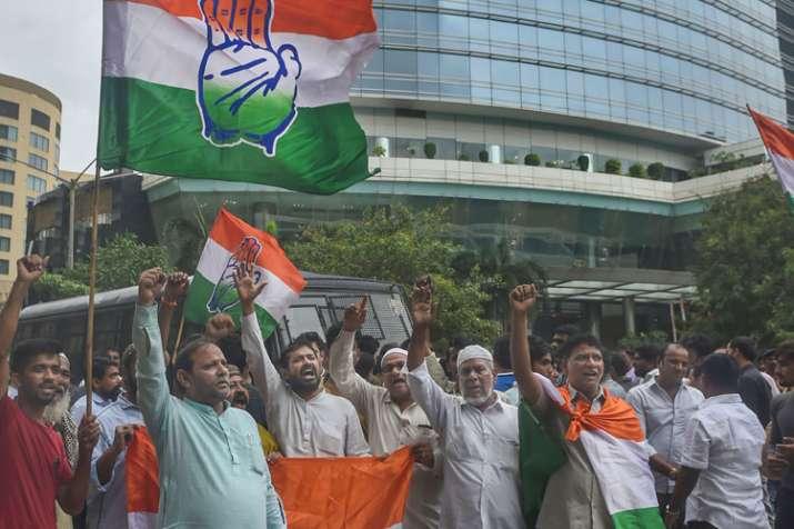 Congress protests outside Mumbai hotel where Karnataka MLAs are lodged- India TV