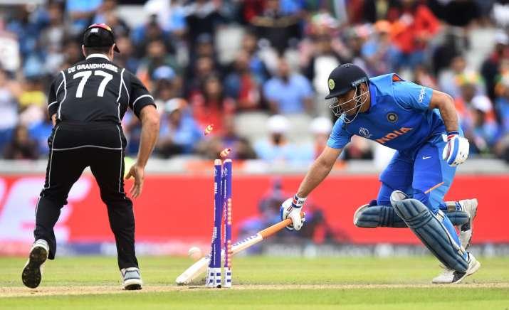 महेंद्र सिंह धोनी रन आउट- India TV