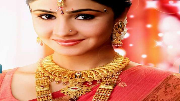 Gold climbs Rs 160 on jewellers' buying; silver gains Rs 150- India TV Paisa