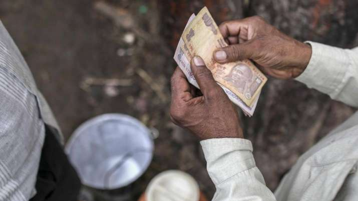 Rupee falls 11 paise to 68.82 vs USD on foreign fund outflows- India TV Paisa