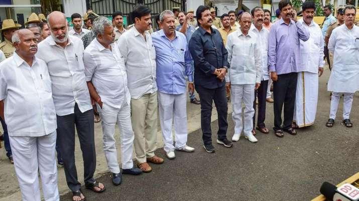 कांग्रेस ने कर्नाटक के 14 बागी विधायकों को निष्कासित किया- India TV