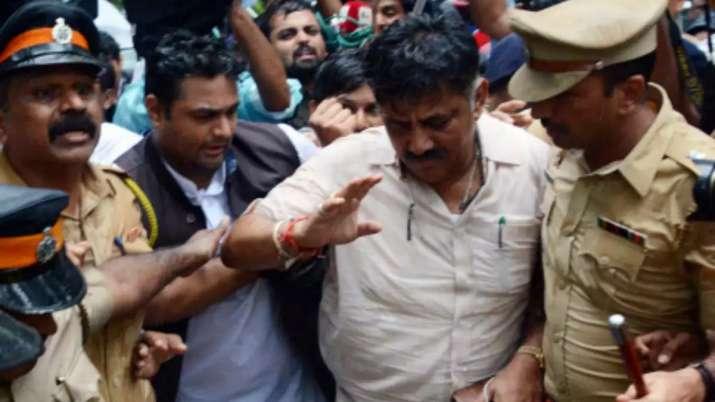 Karnataka Crisis: कांग्रेस ने असंतुष्ट विधायकों से पर्दे के पीछे से बातचीत शुरू की- India TV