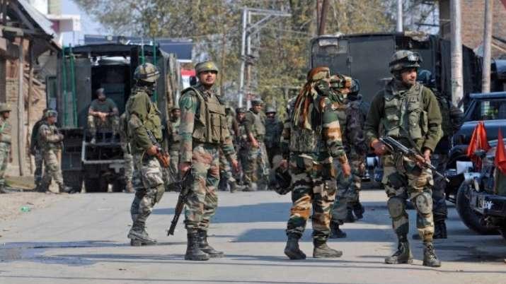 गृह मंत्रालय के कदम से कश्मीर में बेचैनी, नेता कह रहे-घाटी में कुछ बड़ा भयानक होने वाला है- India TV