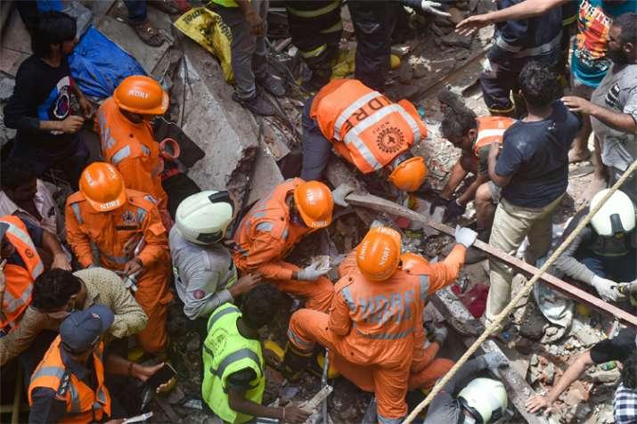 डोंगरी इमारत हादसे में रेस्क्यू ऑपरेशन जारी, 12 लोगों की मौत- India TV