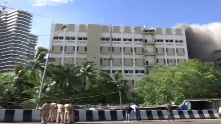 Fire breaks out in MTNL building at Bandra- India TV