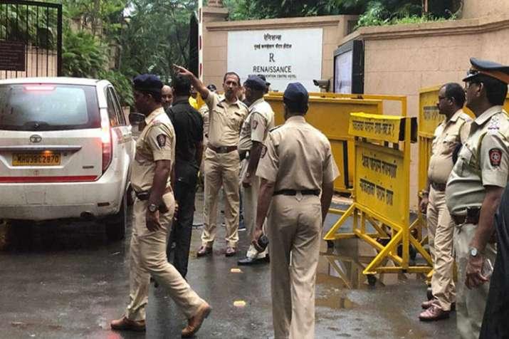 बागी विधायकों को सता रहा जबरदस्ती मुंबई से कर्नाटक ले जाने का डर, उठाया यह कदम- India TV