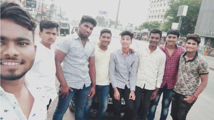 पुणे में बड़ा सड़क हादसा, कार-ट्रक टक्कर में 9 छात्रों की मौत- India TV