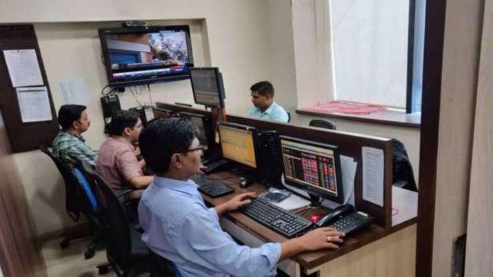 Sensex drops 135 pts; Nifty slips below 11,300- India TV Paisa