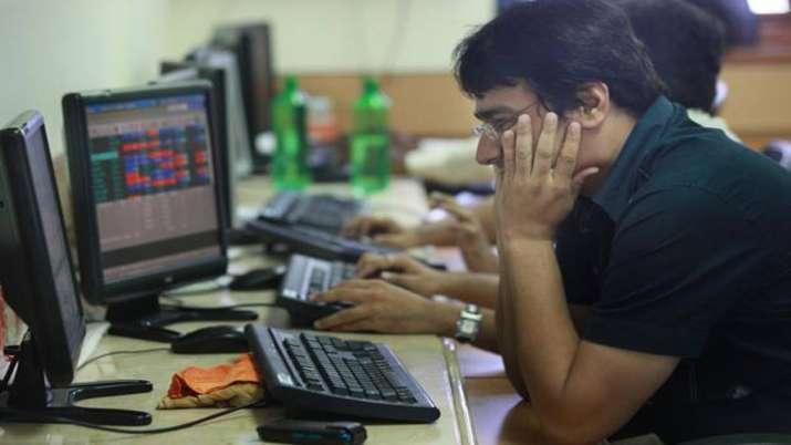 Sensex tanks 318 pts; Nifty cracks below 11,600- India TV Paisa