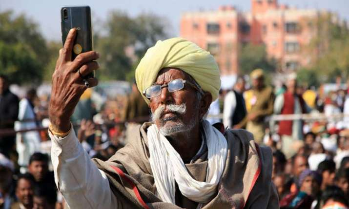 Jharkhand govt to provide financial assistance for smartphone to farmers- India TV Paisa