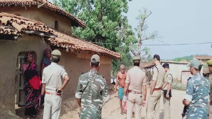 जमीन विवाद में बिछा दी लाशें, हमले में 3 महिलाओं समेत 10 की मौत- India TV