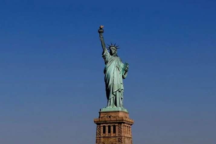 भारतीयों के लिए खुशखबरी, अमेरिकी संसद ने ग्रीन कार्ड पर लगी सात प्रतिशत की सीमा हटायी - India TV