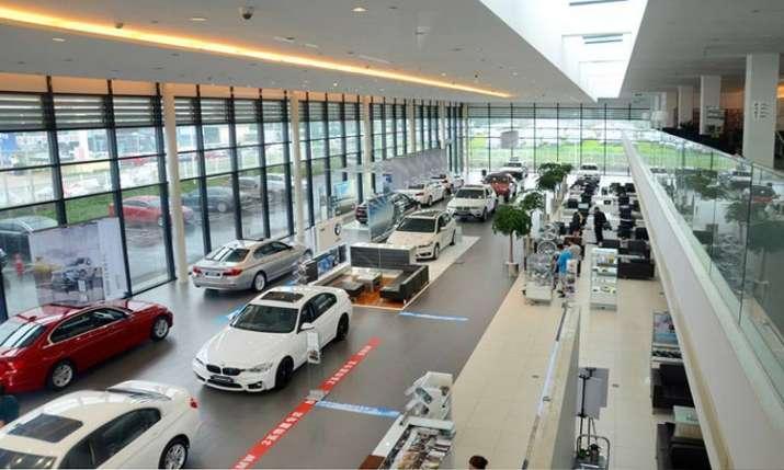 Passenger vehicle sales fall 18 pc in June- India TV Paisa