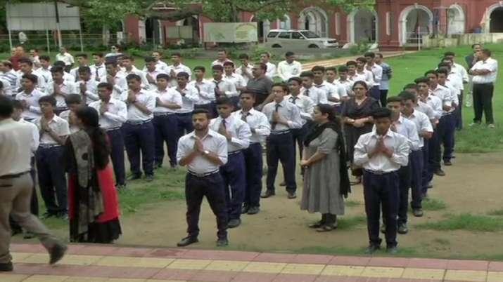 190 Schools will open in Srinagar on Monday- India TV
