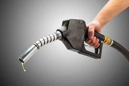 Noida: Petrol pump sealed for overcharging- India TV Paisa