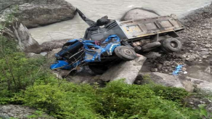 One dead, 3 injured after a vehicle fell in a river in...- India TV