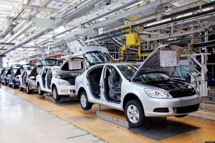 Passenger vehicles output down 13.18% in Apr-Jul as major auto cos cut production- India TV Paisa
