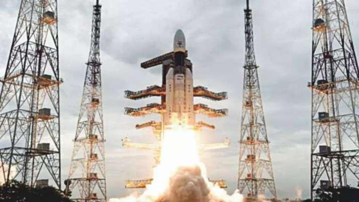 धरती की कक्षा छोड़ 'चंद्रपथ' पर आगे बढ़ा चंद्रयान-2- India TV