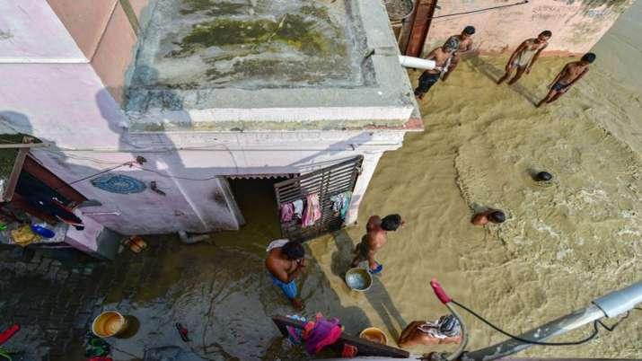 हथिनीकुंड के पानी से दिल्ली में खलबली, डेंजर लेवल के पार पहुंची यमुना की लहरें- India TV