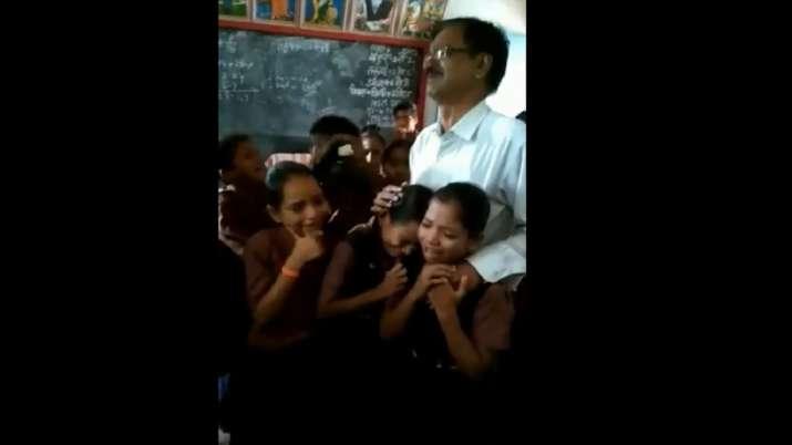 अध्यापक के ट्रांसफर...- India TV