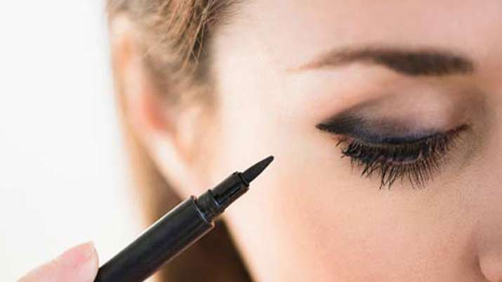 side effects of eyeliner- India TV