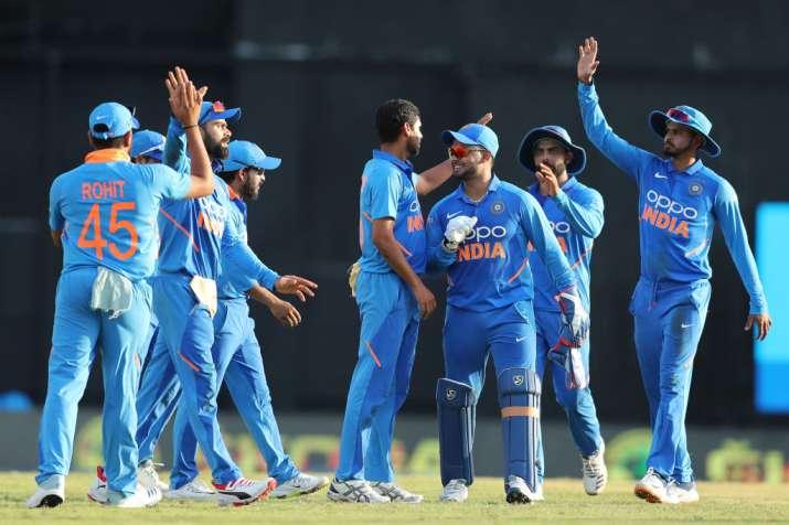 भारत बनाम वेस्टइंडीज, दूसरा वनडे: कोहली की शतकीय पारी के बाद भुवी की घातक गेंदबाजी, भारत ने 59 रनों - India TV