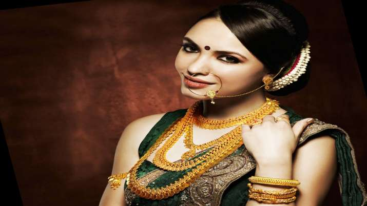 Gold hits new high of Rs 38,820; silver jumps Rs 1,140- India TV Paisa