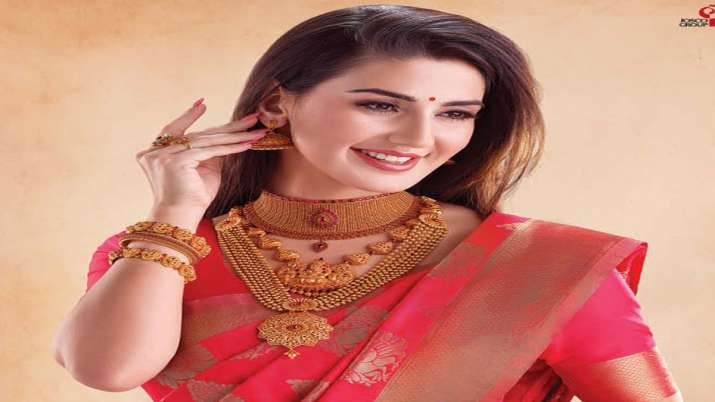 Gold crosses record Rs 40,000-mark as recession fears seep in- India TV Paisa