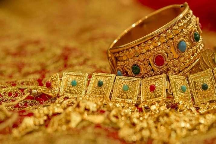 Gold slips below Rs 40,000, falls Rs 500- India TV Paisa