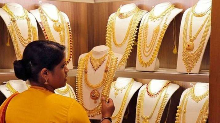 Gold slips Rs 140, still above Rs 38,000 mark- India TV Paisa