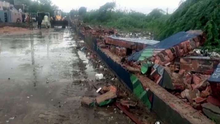 8 killed as wall collapses in Morbi- India TV