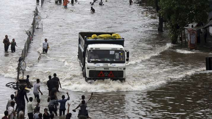 More than 120 dead due to incessant rains, floods in Gujarat, Maharashtra, Kerala, Karnataka | AP- India TV
