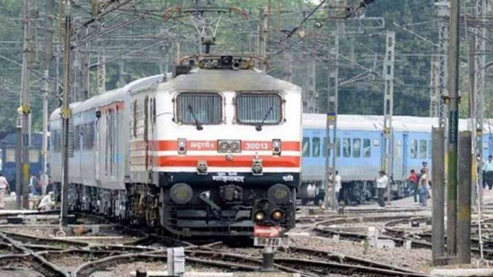 Chasing thief, mother and daughter mowed down by train in Mathura of Uttar Pradesh | PTI Representat- India TV