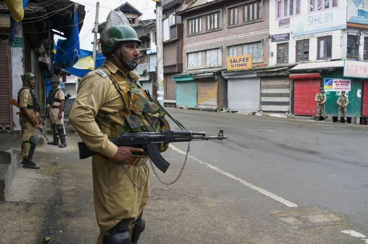 Srinagar traders estimated to have suffered Rs 1,000 crore loss - India TV Paisa