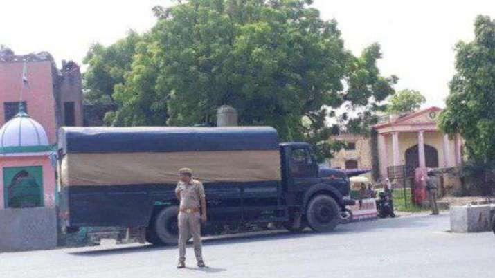 अनुच्छेद 370: सरकार ने की एक और सख्त कार्रवाई, श्रीनगर से आगरा जेल शिफ्ट किए गए 70 आतंकी- India TV
