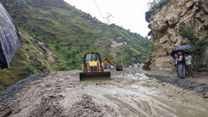 Rohtang-Manali road blocked after heavy rain (File...- India TV