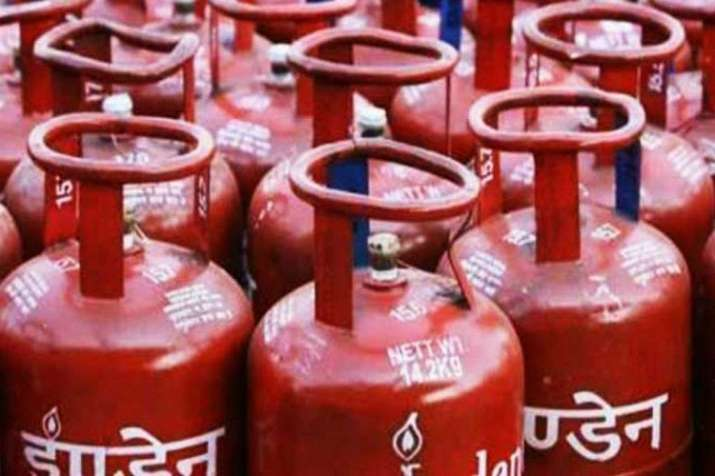 LPG Cylinder price cut by 62 rupees 50 paise per cylinder- India TV Paisa