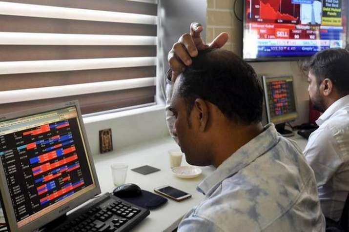 Nine of top 10 firms lose rs 84,354 crore in market valuation- India TV Paisa