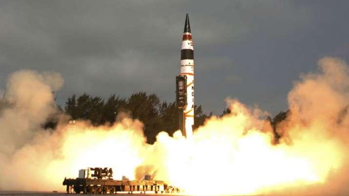 क्या कश्मीर पर परमाणु युद्ध हो सकता है, पाकिस्तान में किसके पास है 'न्यूक्लियर बटन'?- India TV