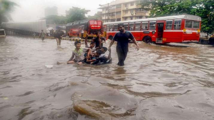 Heavy rainfall and waterlogged in Mumbai- India TV