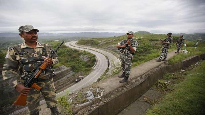 CRPF personnel stand guard on Jammu-Srinagar national...- India TV