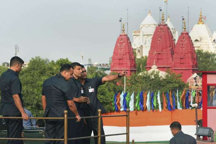 Security personnel keep vigil during a full dress...- India TV