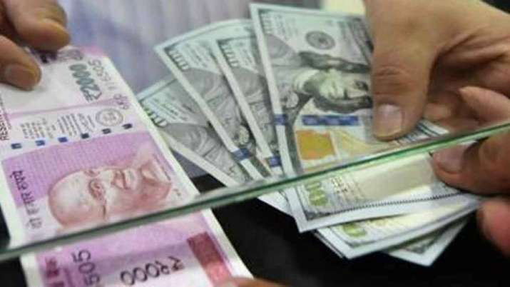 Rupee tanks 98 paise to 70.58 against USD in early trade- India TV Paisa