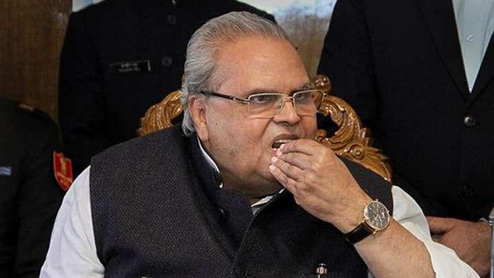 जम्मू-कश्मीर मामले पर आया राज्यपाल का बड़ा बयान, कहा-संविधान में बदलाव की जानकारी नहीं- India TV