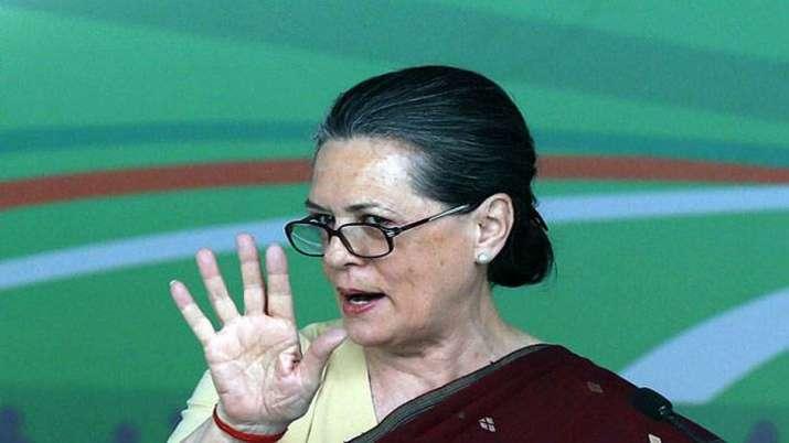 'एक व्यक्ति एक पद' के सिद्धांत को लागू करने के पक्ष में सोनिया गांधी, छिन सकते हैं कई कांग्रेस नेताओ- India TV